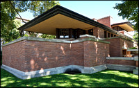 THE ROBIE HOUSE (ARCHITECT: FRANK LLOYD WRIGHT, 1909)